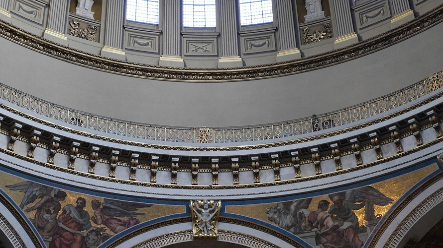 Completed in 1710, whispering gallery 34m wide and 30m above cathedral floor